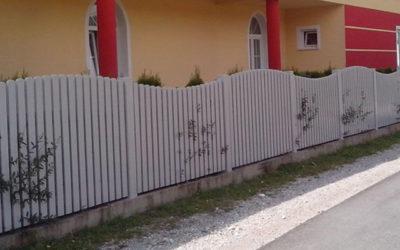 Zakaj izbrati ravno PVC ograjo…