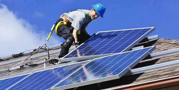 Slika 4. Fotovoltaični moduli običajno zasedejo polovico strešine za malo sončno elektrarno.